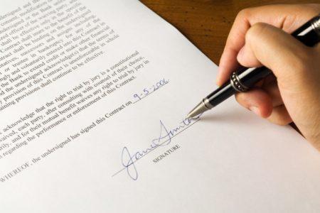 На фото: Гражданский договор